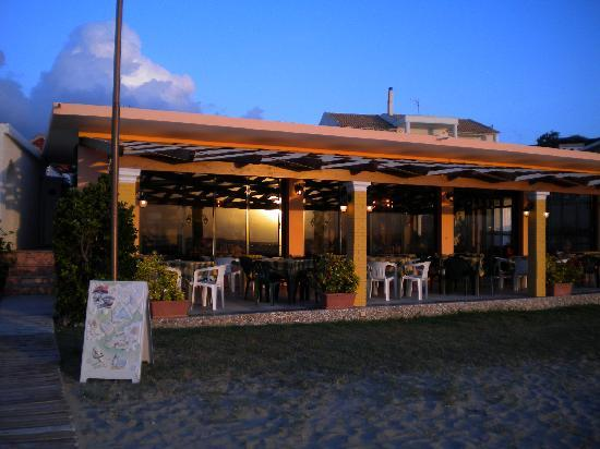Waves taverna